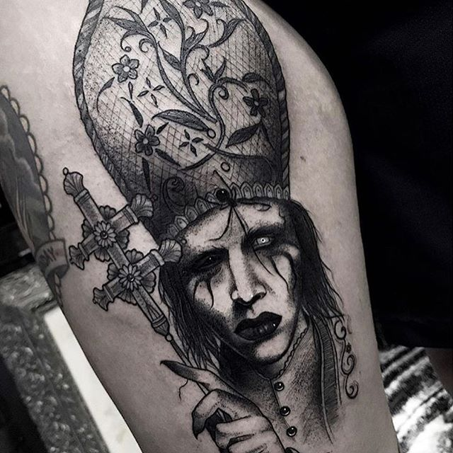 Marilyn manson tattoos all things tattoo for Marc anthony neck tattoo